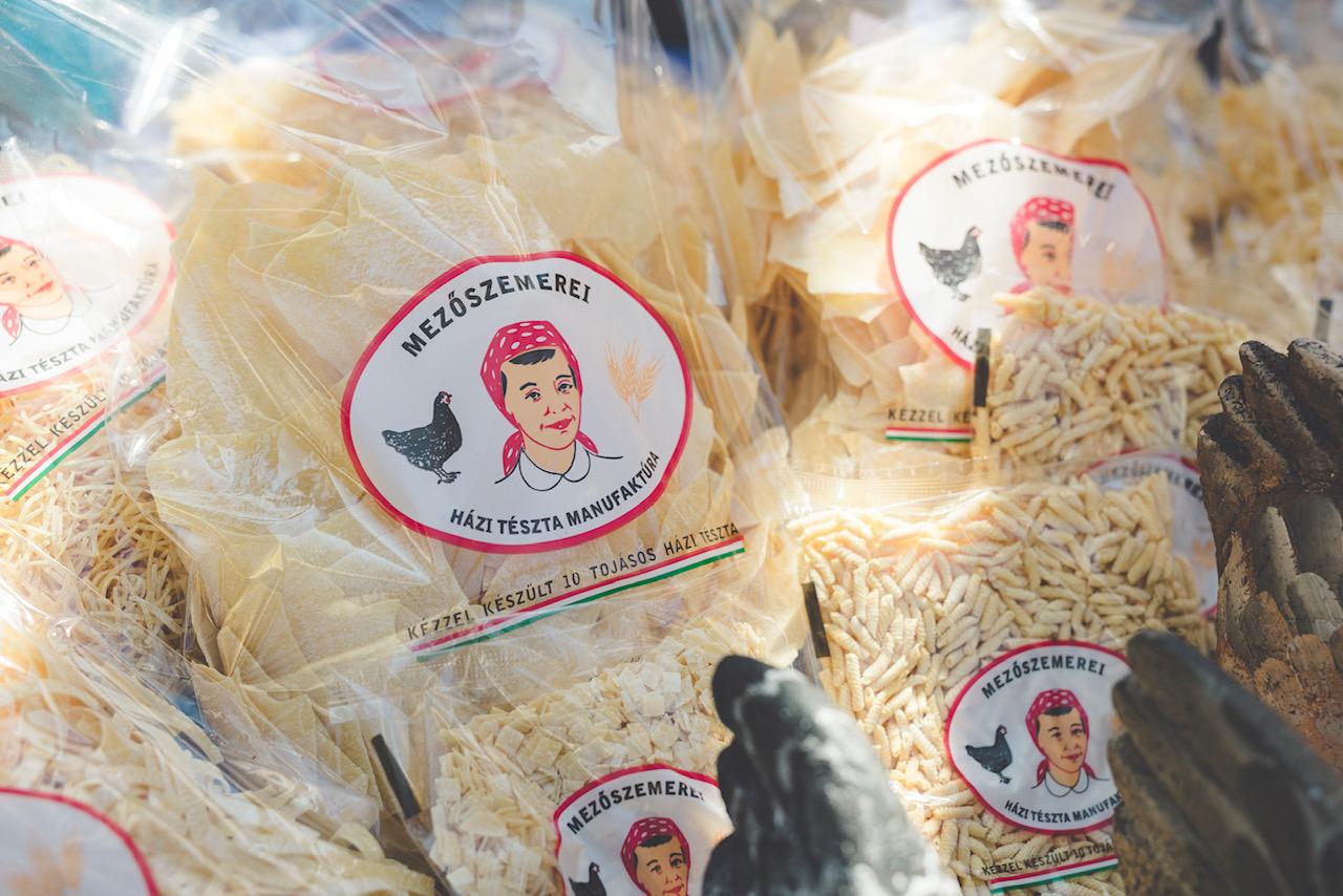 (Magyar) Nagy családi piknikké alakult az első egri Slow Market a Gál Tibor Fúzióban